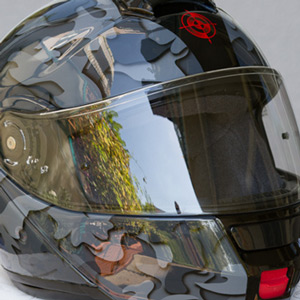 Airbrush 3D Camouflage auf SHOEI Neotec Helm